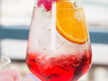 Aperfloral spritz z przepisem - Czas przygotowania: mniej niż 3 minuty; Sposób przygotowania: przygotowany w szklance. Będziesz p