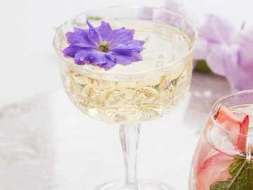 Bez czarny mus z przepisu - Czas przygotowania: mniej niż 3 minuty. Szkło: miska koktajlowa / flet szampana. Potrzebujesz: 1)