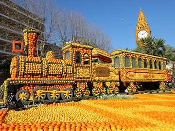 Lemon Festival in Menton - The spectacle that bathes the city of Menton in bright yellow and bright orange year after year. For
