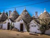 Regio Puglia in Italië - Trullo stenen huizen