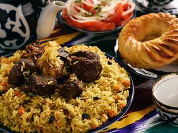 Pyszny pilaw - Pilaf, Pilav, Plov, Pilau lub Palau to oryginalnie orientalne danie z ryżu. Tradycyjnie przygotowyw