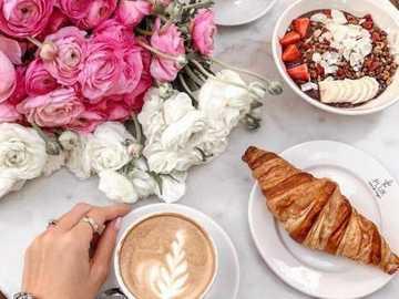 kawa dla dwojga - kawa dla dwojga z bukietem kwiatów