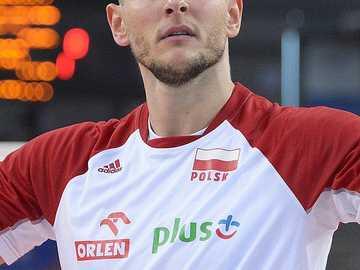 Bartosz Kurek - Figlio dell'ex giocatore di pallavolo Adam Kurek. Nacque a Wałbrzych, ma crebbe a Nysa, dove s