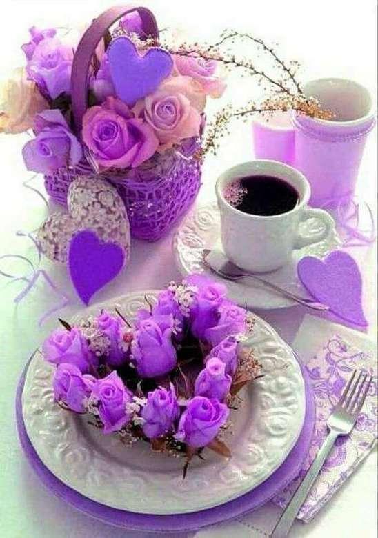 café romántico - café romántico - decoración y rosas con color ciclamen