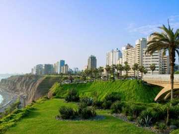 """Czyste zielone wybrzeże - Peruwiańska plaża """"Costa Verde"""" podczas kwarantanny"""