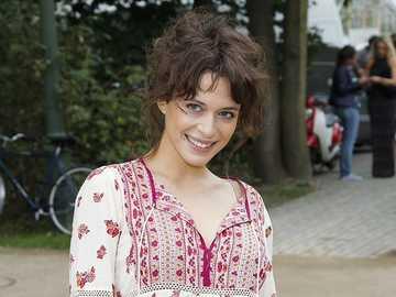 Julia Burska - Aleksandra Hamkało - The actress plays the popular series of Julia Burska, daughter of Zosia and Kuba, who were played by