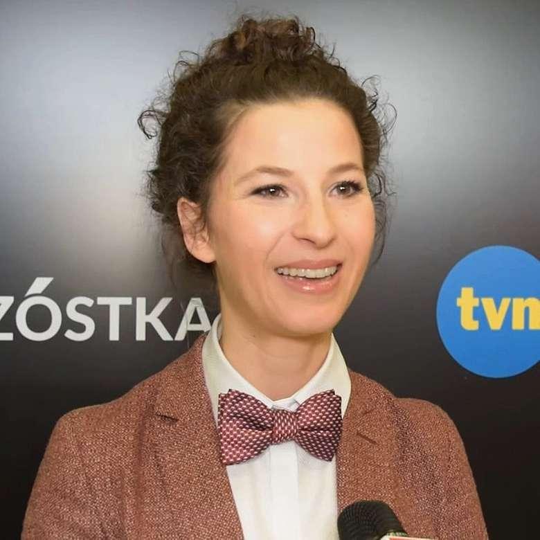 Τζούλια Ουισζέσκα - Εκπαίδευση Το 2006 αποφοίτησε από τις Θεατρικές Σπουδές στο Silesian Theatre στο Κατοβίτσε. Εκεί έκανε τα πρώτα της βήμ (4×4)