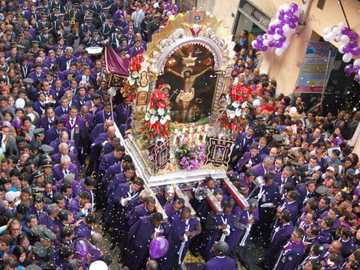 Traditions And Manifestations Of Peru - Crowds of people in procession accompany the lord