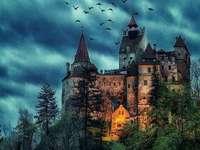 Château. - Puzzle. Un château sombre.