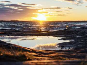 szara góra pod zachodem słońca - Pojechałem do Szwecji, aby zrobić zdjęcia innej natury. Po 10 godzinach jazdy samochodem przyjech