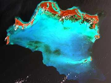 fotografia lotnicza akwenu - Wyspy Caicos (wymawiane KAY-kohss) na północy Karaibów są popularną atrakcją turystyczną, zna