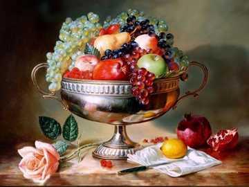 bodegón con fruta - Manzanas, uvas, peras, granadas, limón, ralladura, rosa