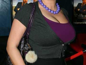 Violetta Arlak - Regresó a las pantallas con el papel de una agradable cabeza de comuna en la serie de televisión &