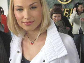 Weronika Książkiewicz - Weronika Książkiewicz (ur. 21 marca 1981 w Moskwie) – polska aktorka.