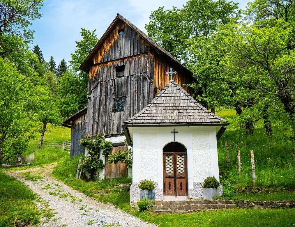 Przydrożna Kapliczka - austriacka stara drewniana chata