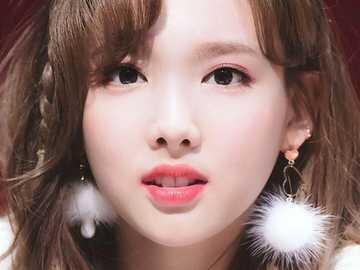 piękny nayeon - w górę 90 cm, w dół 90 cm, w prawo 90 cm, w lewo 90 cm,