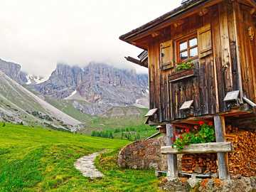 mountain shelter - A shelter at the foot of the mountains