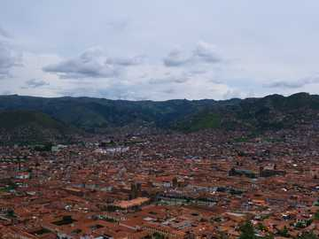 Cusco city, Pérou. - aerial view of city near mountain during daytime. Cusco, Pérou