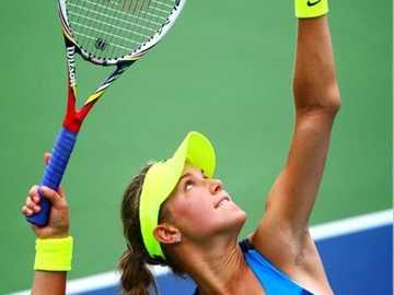 Joueur de tennis servant à Wimbledon - Joueur de tennis servant à Wimbledon