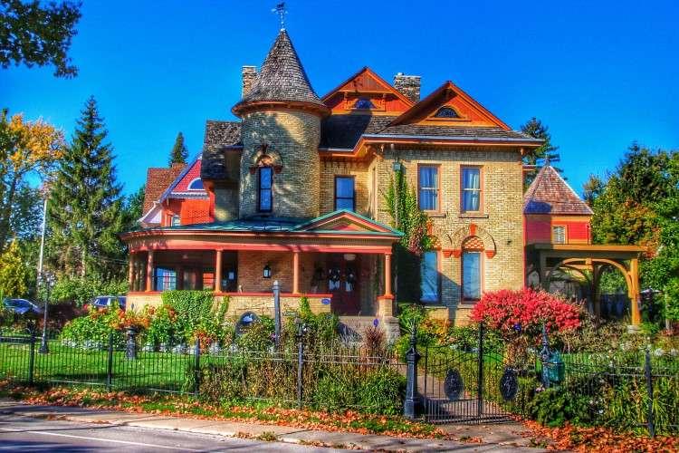 Kolorowy Dom W Ogrodzie - Kolorowy Duży Dom W Ogrodzie