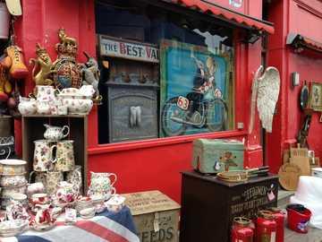 London - antiques - antique shop for collectors