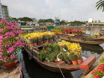 Rynek kwiatowy - rynek na łodziach - Wietnam