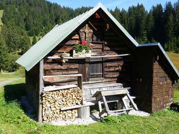 górski krajobraz - Alpy- schronisko-------------------