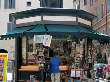 Verona newsstand kiosk - Newsstand for summer class Classe Arcobaleno