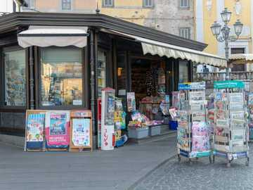 Newsstand Padua - Recompose this newsstand!