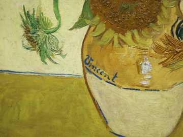 Van Gogh's sunflower. - brown and white ceramic vase. 40 Cranbourn Street, 伦敦, 英国