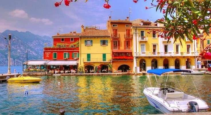 Colorful Houses On The Lake - Colorful Houses On The Lake. Italy