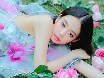 Kim Jennie - haut 90 cm, bas 90 cm, droite 90 cm, gauche 90 cm,