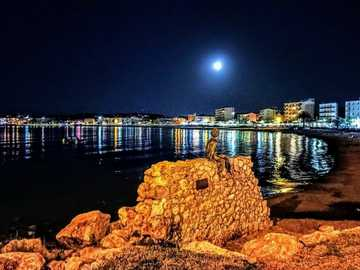 Romance in La Escala - Full moon over the bay