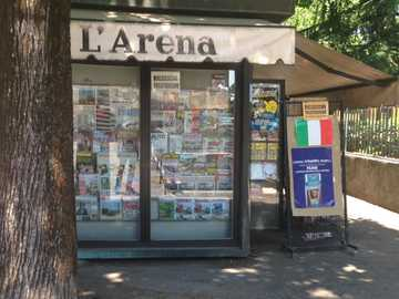 edicola Verona città - Si chiede ai ragazzi di caricare la foto che hanno fatto all'edicola di quartiere su un sito che s