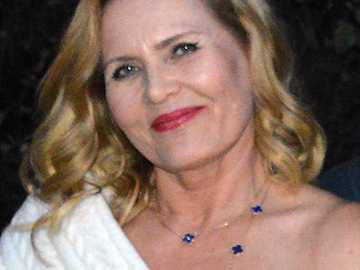 Grażyna Szapołowska - Grażyna Szapołowska (ur. 19 września 1953 w Bydgoszczy) – polska aktorka filmowa, teatralna i t