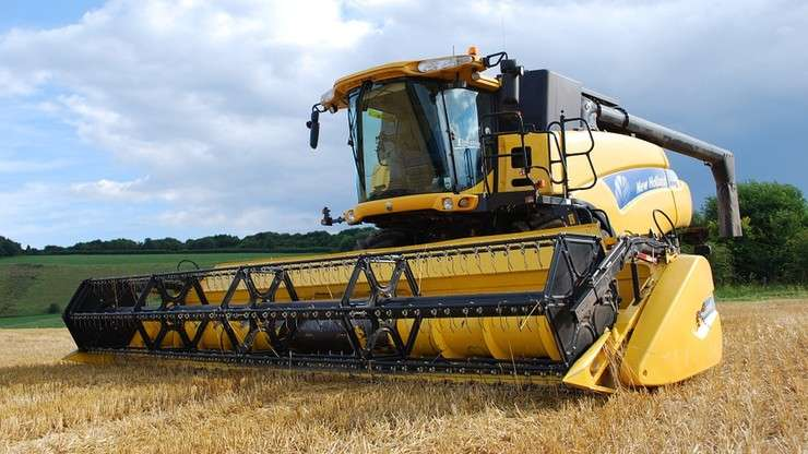 kombajn1 - agricultural machine, yellow grain harvester