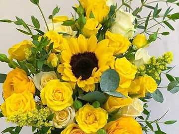 bouquet of yellow flowers - bouquet of yellow flowers - sunflowers and roses
