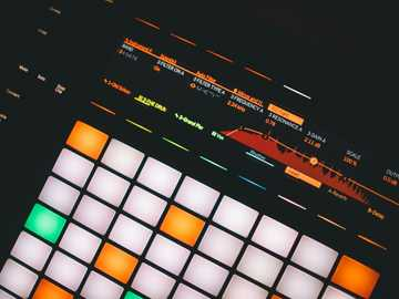 eingeschaltetes Touchpad - Ableton Push 2 MIDI-Controller.
