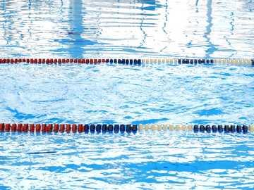 linia basenowa - niebieski i biały basen. Leo-Vetter-Straße, Stuttgart, Badenia-Wirtembergia, Niemcy