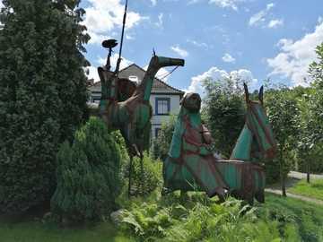 Don Kichot i Sancho Pansa - Don Kichot i Sancho Pansa - Jelenia Góra, dzieło rzeźbiarza Vahana Bego