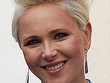 Anna Samusionek - 1998: 13 posterunek jako kobieta, która zgłosiła kradzież samochodu (odc. 30)