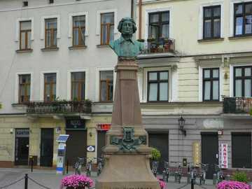 Tarnów Polonia - La piazza di Tarnów con il monumento di A. Mickiewicz
