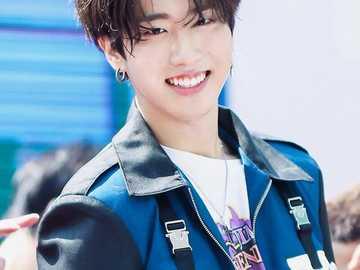 Han Jisung - Han jest członkiem grupy chłopców Stray Kids.