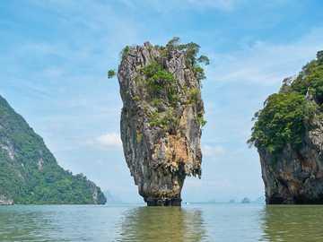 Paesaggio marino - isola di pietra ----------------