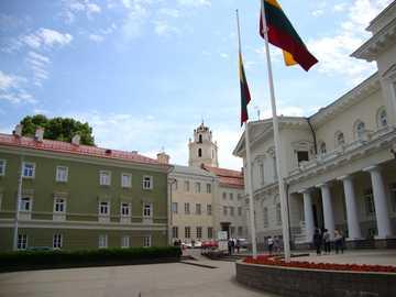 Wilno - Litwa - Parlament i wieża obserwatorium Uniwersytetu Wileńskiego.