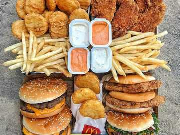 schöner und leckerer und wunderbarer Hamburger - leckerer und schöner Hamburger, der einem das Wasser im Mund zusammenlaufen lässt