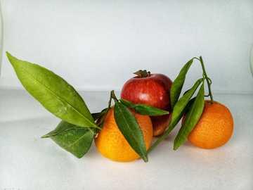 orange and apple fruits - #fruit#apple#photo#jutdefruit#climentine.