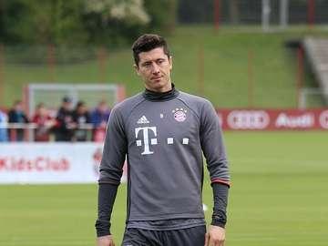 Robert Lewandowski - Robert Lewandowski (născut pe 21 august 1988 la Varșovia) - jucător de fotbal polonez care apare