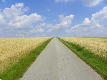 Camino como una mesa - Un hermoso camino de ripio camino a la región de Lublin