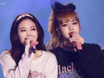 Jennie und Lisa - hoch 90 cm runter 90 cm rechts 90 cm links 90 cm